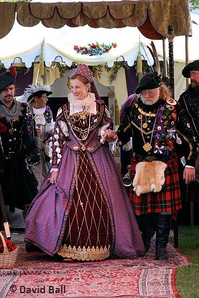 3_400px-Mary_Queen_of_Scots_reenactor